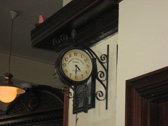 Grand Central Bar: Clock watchin'!!!!!