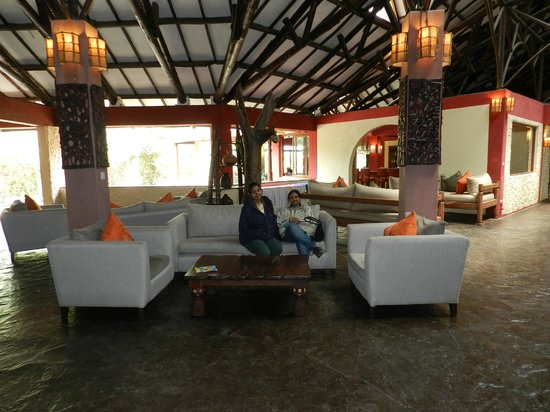 Mara Leisure Camp: entrance lobby