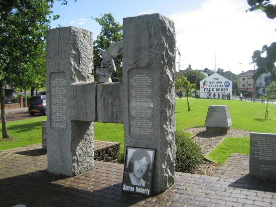 Free Derry Corner: Corner from H Block memorial