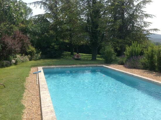 Au pied du Luberon: Another private pool for one of the villas