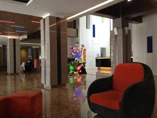 The Brunei Hotel: Lobby