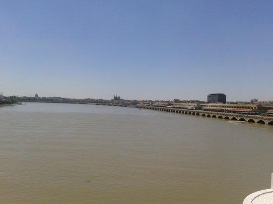 Le Pont Jacques Chaban Delmas : Vue depuis le pont