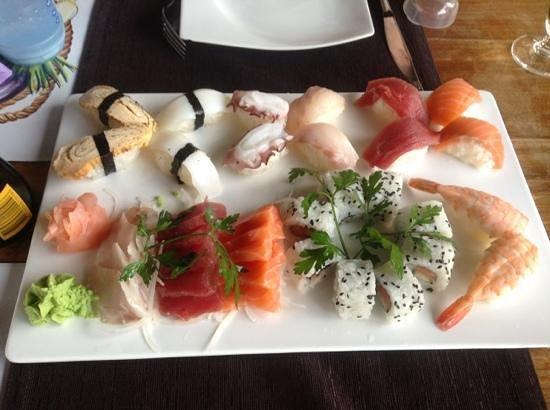 Oriental Garden Restaurante: mix sushis