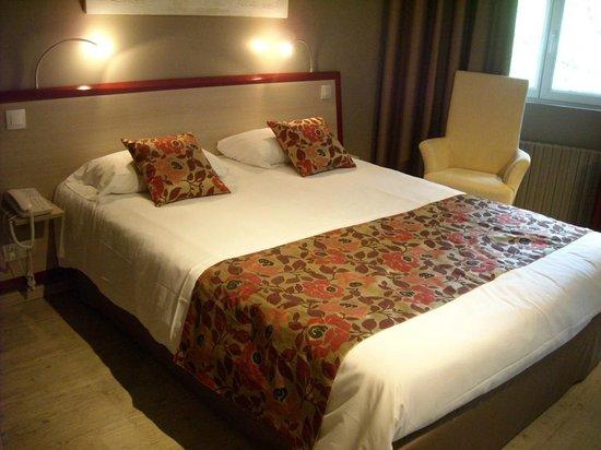 Causse Comtal: très belle chambre, literie de qualité