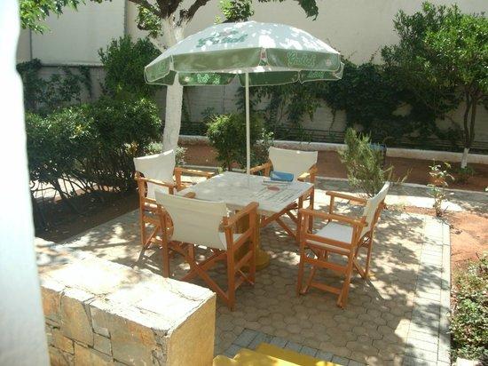 Creta Solaris Hotel Apartments : giardino privato