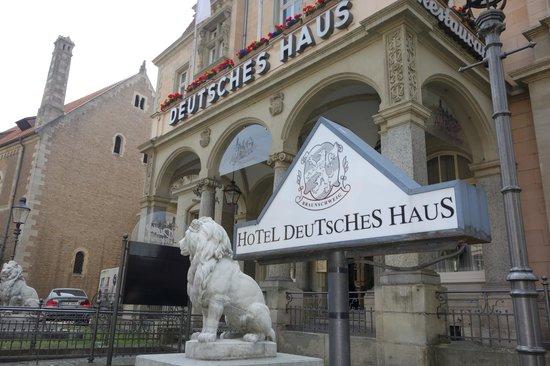 Deutsches Haus: Frontansicht