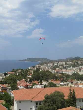Kaputas Apart Hotel : Paragliders in the morning