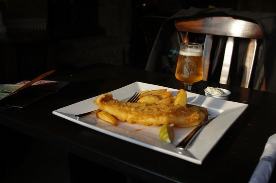 White Hart Royal Hotel and Eatery: Fish and chips plus a beer