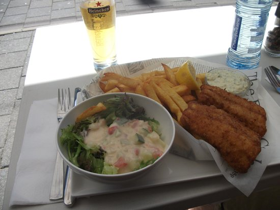 Lovely fish and chips and very cold beer foto van the for Seafood bar van baerlestraat