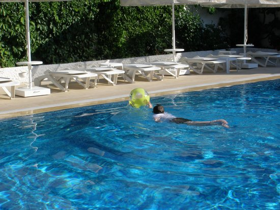 Uysal Apart: No crowd at pool