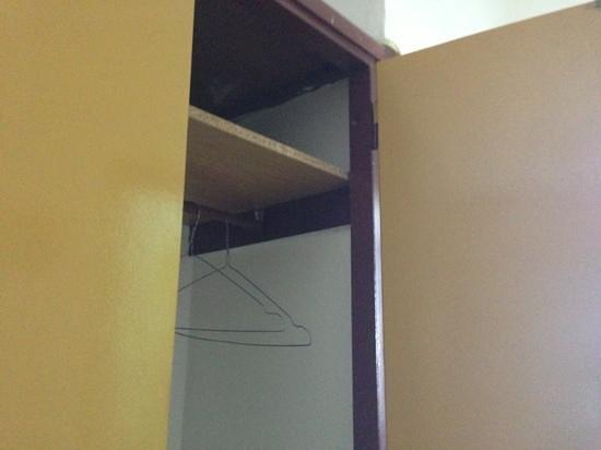 أرجو هوتل باروس: wardrobe