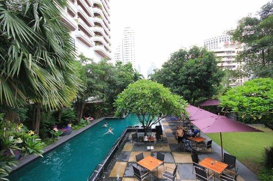 Sukhumvit 12 Bangkok Hotel & Suites: Pool