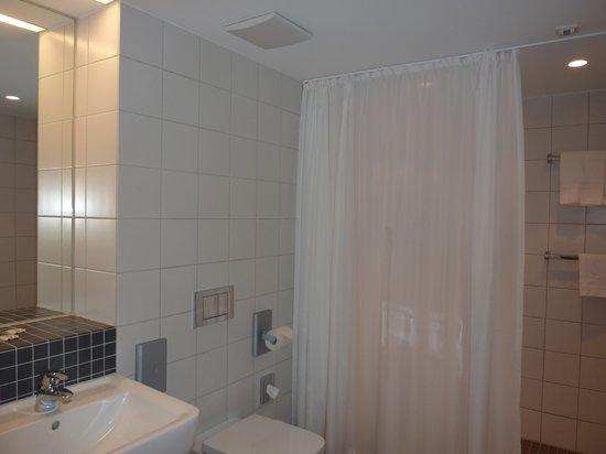 Stadthotel Munster: bathroom, family suite