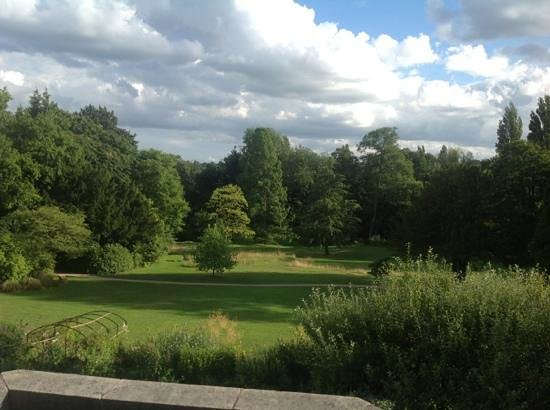 Bed and Breakfast at Woodbrooke: The view from my bedroom
