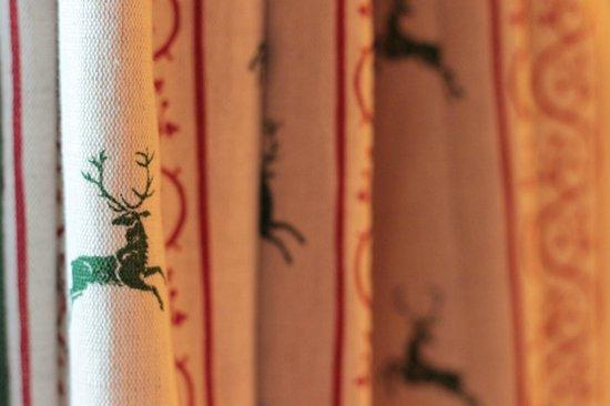 Romantik Hotel Chesa Grischuna: Cute curtains