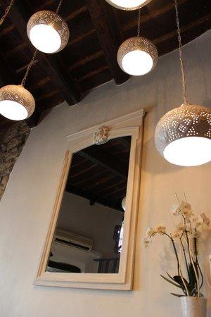 Malabar restaurant : lightning