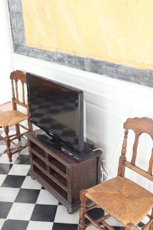 Chateau d'Aiguefonde: Flachbildfernseher im Gemeinschaftsbereich