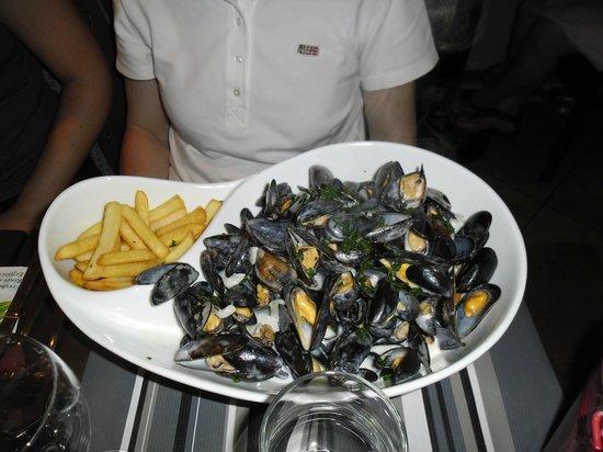 Restaurant < La Criee > Brasserie: les incontournables moules frites