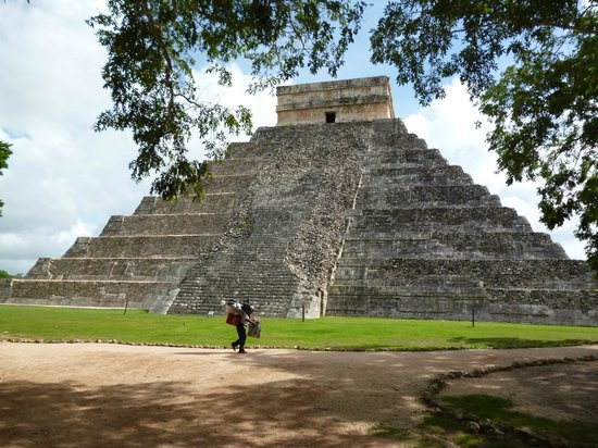 Hotel Chichen Itza: the great pyramid of Chichen Itza
