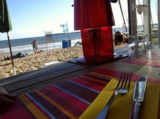 Pour dîner sur la plage, optez pour ... La Plage ! ;)