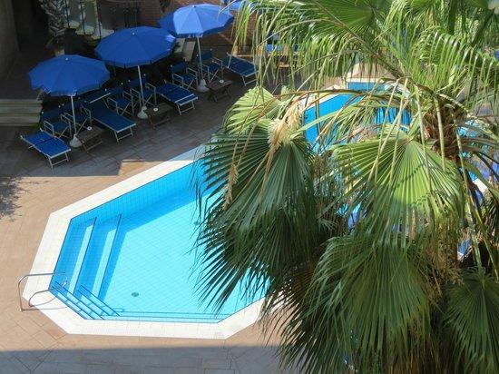 Hotel Venezia: Hotel pool