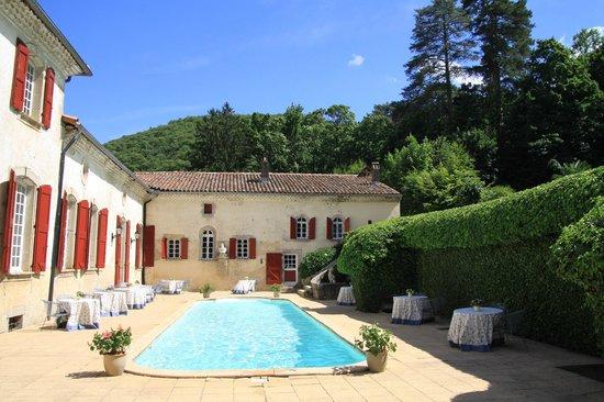 Chateau d'Aiguefonde: Poolbereich - sehr schön!