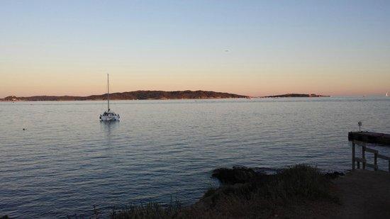 Camping La Tour Fondue : la baia al tramonto