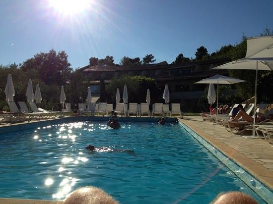La piscine fin d 39 apres midi picture of la vague de saint for Saint paul piscine