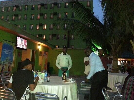 De Renaissance Hotel: Pool party with NBC