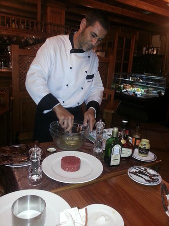 El Lajar de Bello: Steak tatare being prepared at our table