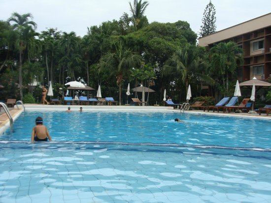 Basaya Beach Hotel & Resort: Pool