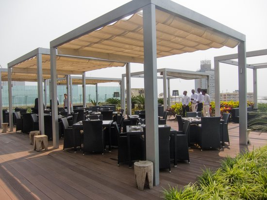 EPIC SANA Luanda Hotel: outside bar