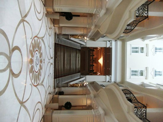 Corinthia Hotel Budapest: The rather grand stairs leading to the ballroom