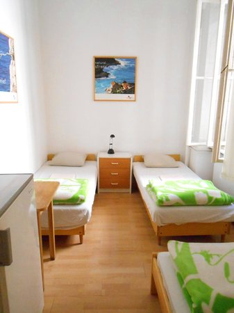 HBC Hostel: 3 bed private room with shared bathroom