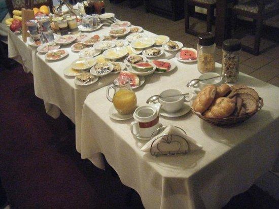 Hotel 100: Free Breakfast