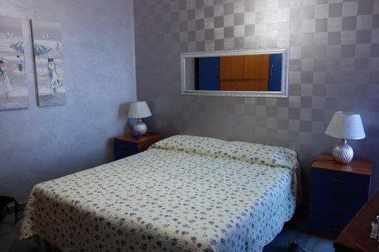 B&B Villetta sul Mare: Chambre bleue