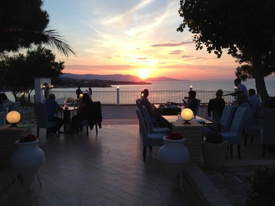 Balcony blue and sea restaurant tsilivi restaurant for Restaurants with balcony