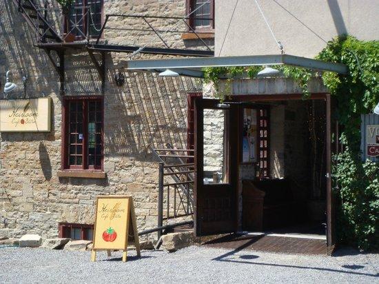 Heirloom Cafe Bistro: Front Entrance
