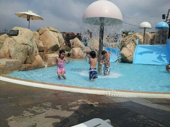Le Royal Hotel - Beirut: niños!