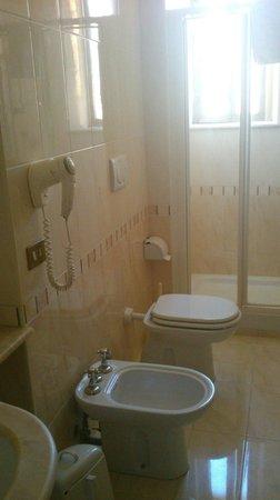 Edera Hotel: Часть ванной комнаты