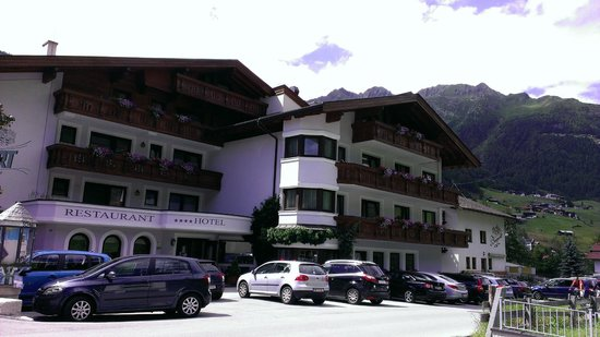 Hotel Erhart: view from front on quiet side road