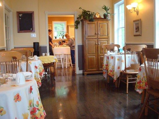 Nature et Pinceaux: Salle à manger et cuisine