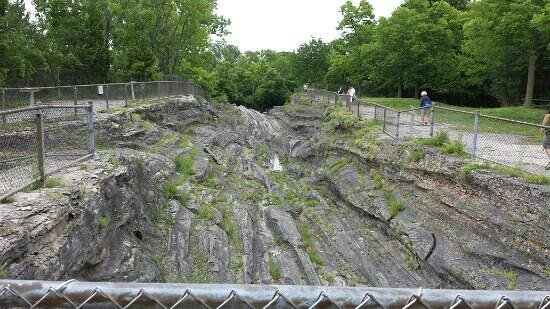 Glacial Grooves State Memorial: Glacial grooves