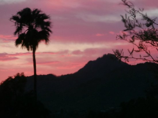 Elements at Sanctuary Camelback Mountain : Incredible Sunsets during Dinner