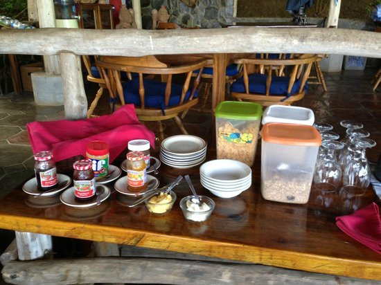 Rancho Armadillo Estate: Cereal selection at breakfast