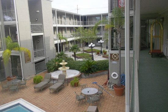 Country Inn & Suites by Radisson, Metairie (New Orleans), LA: Courtyard