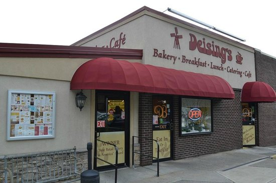 Deising's Bakery, Restaurant, and Catering: counter service or sit at a booth