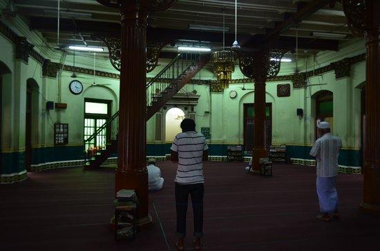 Jami Ul-Alfar Mosque: モスク