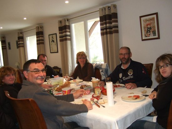Les Escargots : Guests from Brittany and the Vendée enjoy their meal