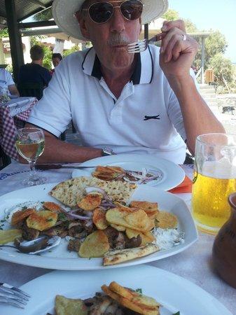 Zorbas Taverna: Gyros plate 13 euro for 2 !!